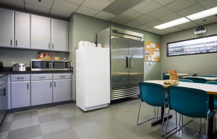 130 Cremona Dr - kitchen