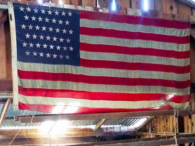10 Flag 2