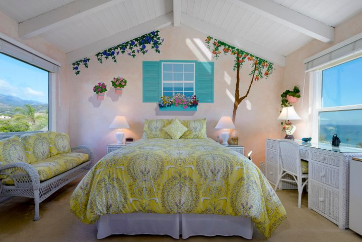 #14 2nd Bedroom with Mountain and Ocean