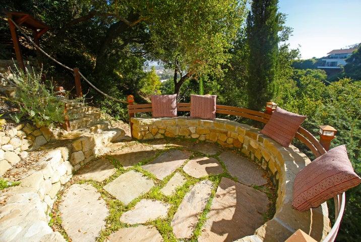 Quiet Mediation Garden w/Views