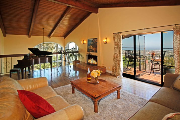 Family Room toward View deck