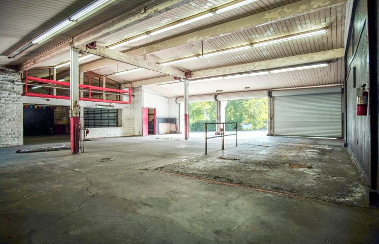 401 W Carrillo St - garage1