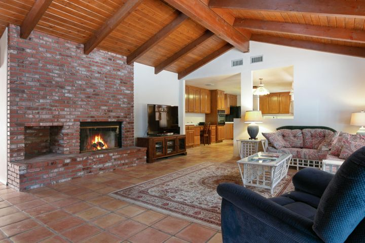 1445 S Rice Rd-016-20-Family Room-MLS_Si