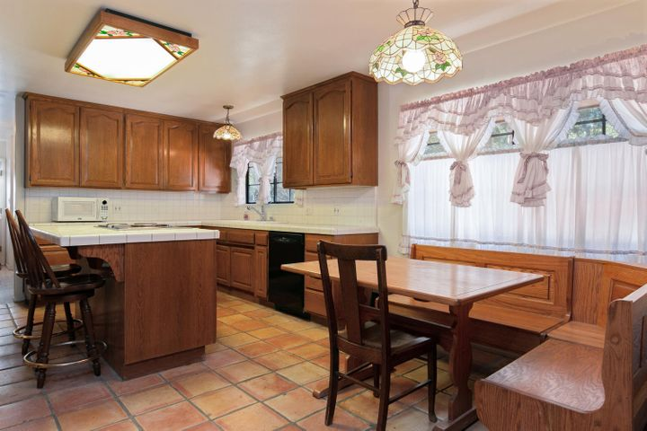 1445 S Rice Rd-018-28-KitchenBreakfast A