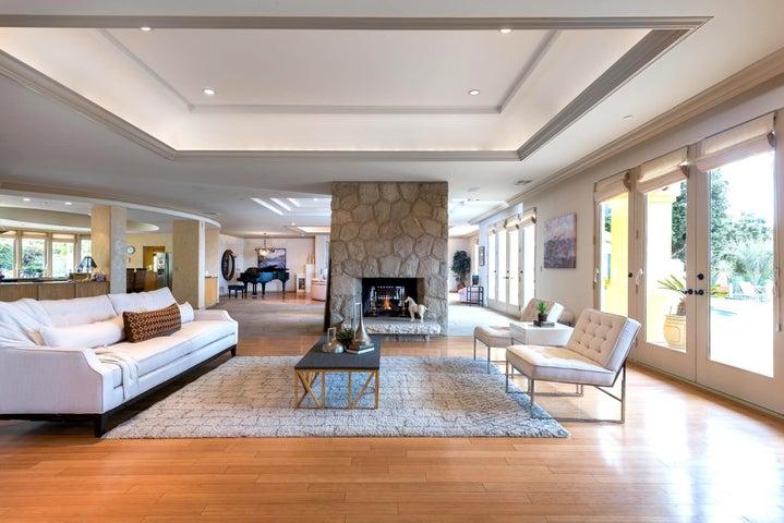 Living Room w/Bamboo Flooring