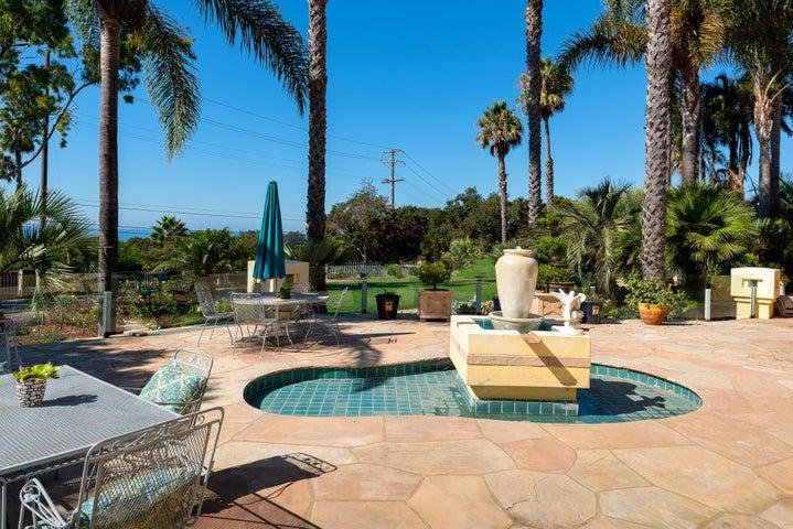 Resort-Like Hardscape and Landscape