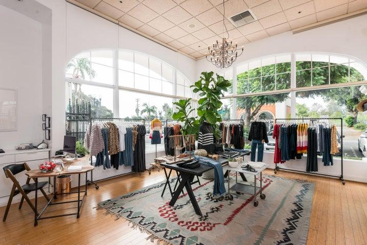 016_16-Boutique Store