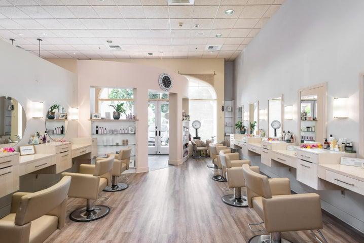 008_08-Salon Area