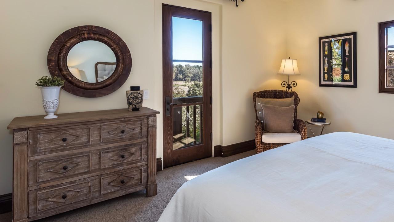 Front Bedroom w/Elwood Views