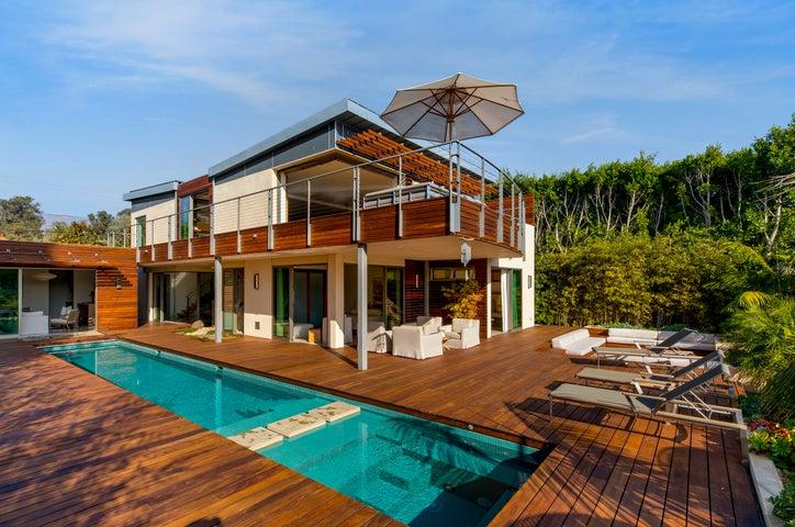 Resort-like backyard