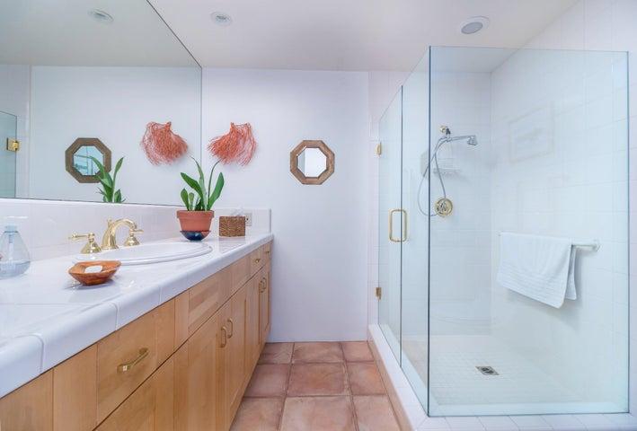 016 guest bathroom