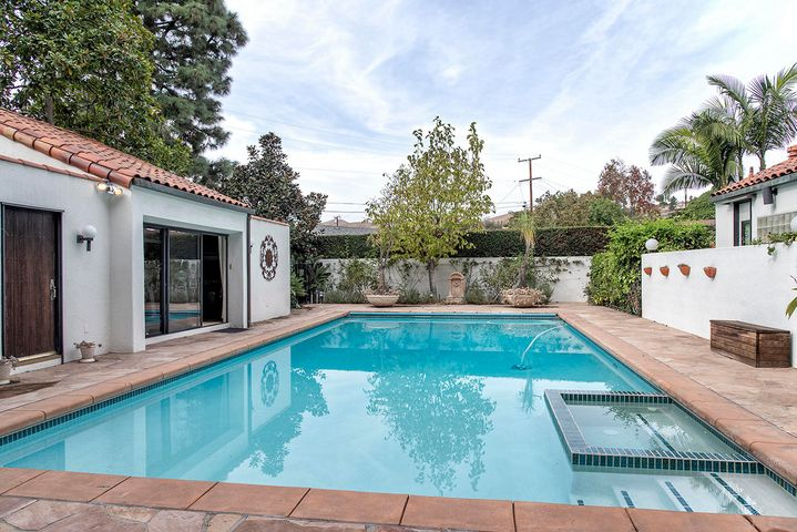 5550 Loma Vista pool & poolhouse