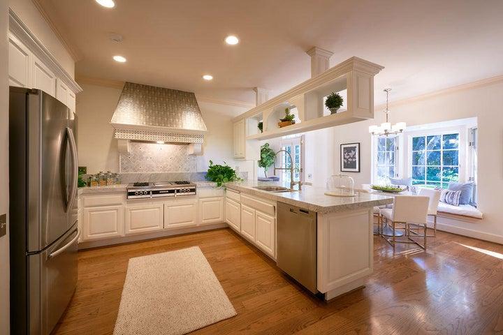 2080EVR Kitchen, Breakfast Nook & Garden