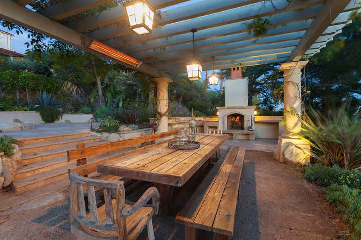 9a. 1630 Paterna_outdoor dining