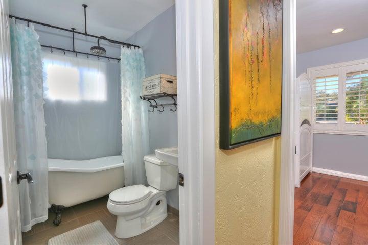 522 Dentr Dr - Remodeled Second Bath