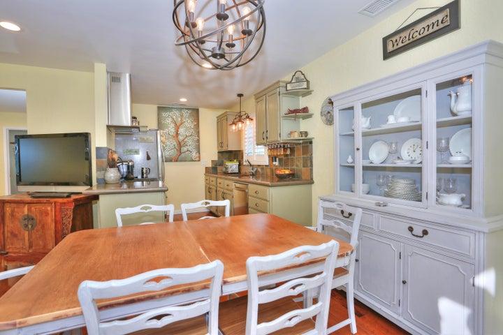 522 Dentr Dr - Dining Area & Kitchen