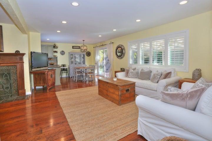 522 Dentr Dr - Living Room
