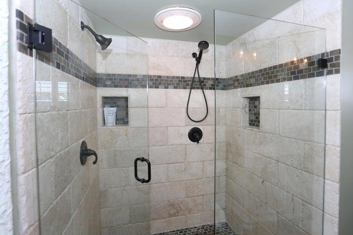 522 Dentr Dr - Master Shower