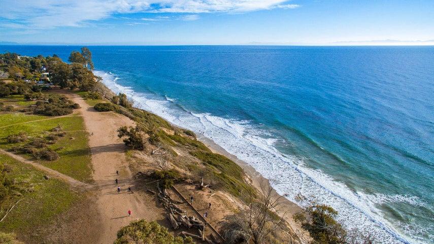 Trail in Douglas Preserve