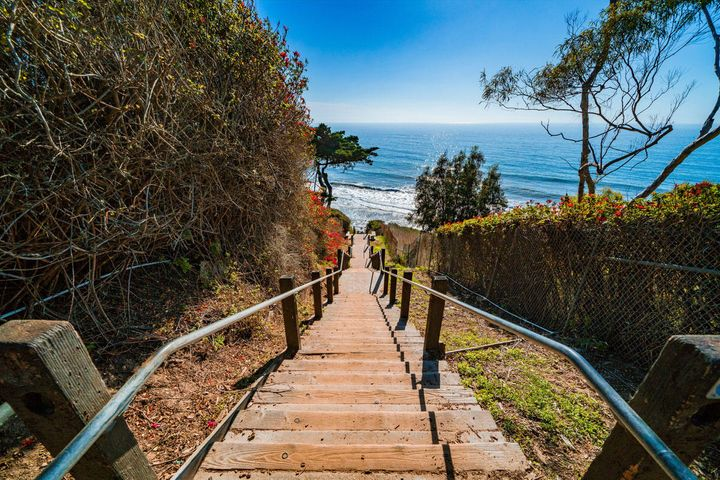 Mesa Lane Steps to Beach