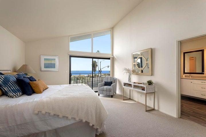 10_667-A Del Parque Drive master bedroom