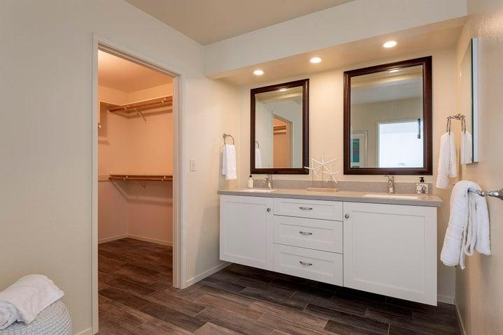 14_667-A Del Parque Drive master bathroo