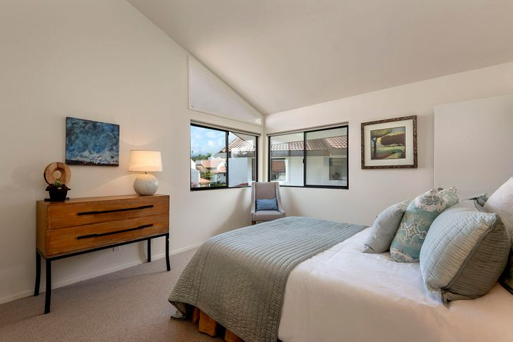 15_667-A Del Parque Drive guest bedroom