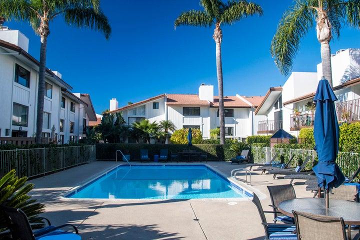 16_667-A Del Parque Drive pool area