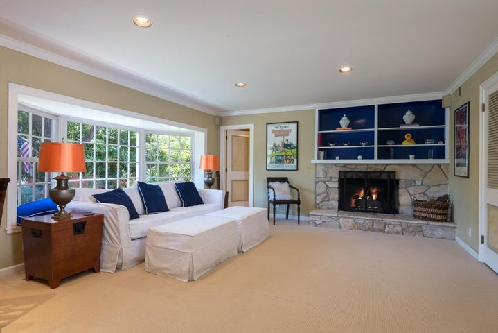 Family room or 4th bedroom