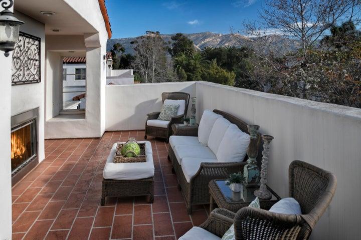Roof Deck w/ Fireplace & Wetbar