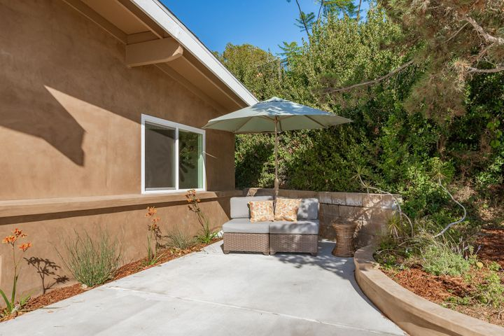 375 Mariposa Drive-020-12-Front Patio-ML