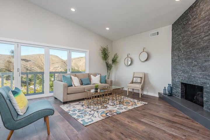 375 Mariposa Drive-024-15-Living Room-ML