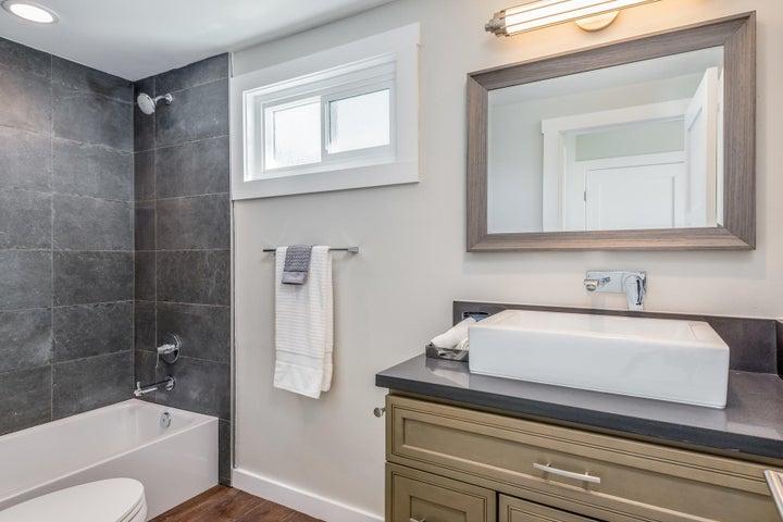 375 Mariposa Drive-045-6-Master Bath-MLS