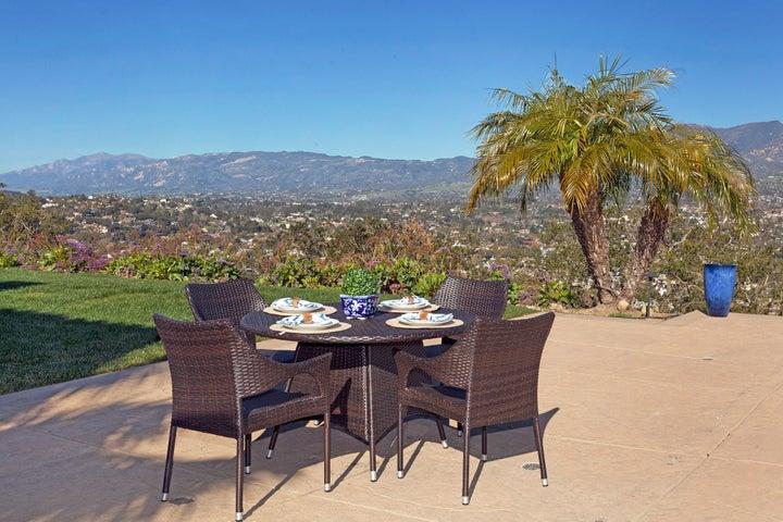 Backyard ideal for outdoor entertaining