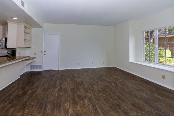 008_Family Room