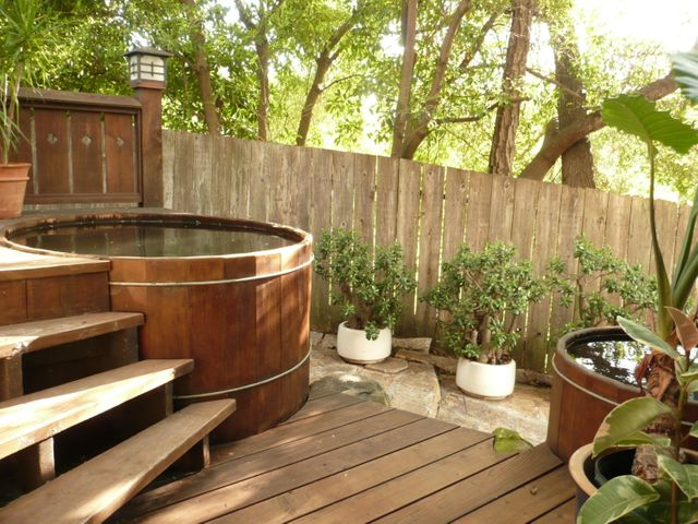 Hot tub & cold plunge pool