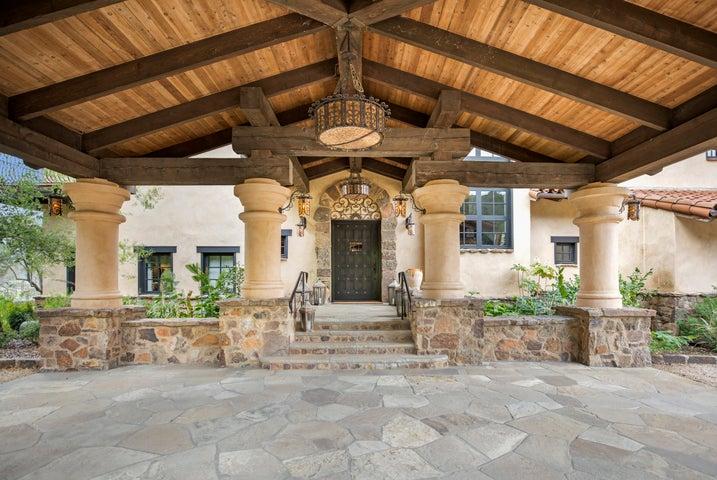 Latigo Estate Entry