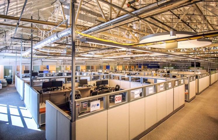 402 E Gutierrez St - cubicles