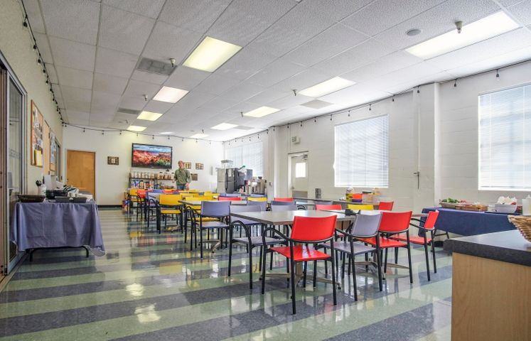 402 E Gutierrez St - kitchen