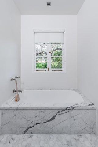 Full bath tub