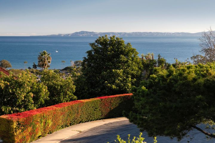 Island views, cul-de-sac location