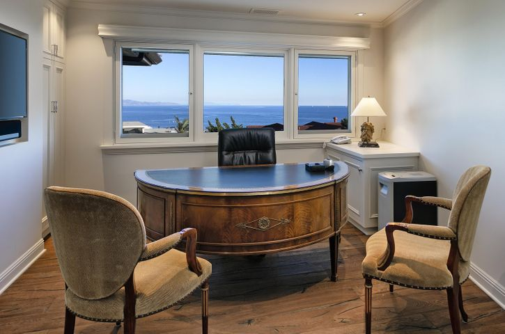 Office / 3rd bedroom with views