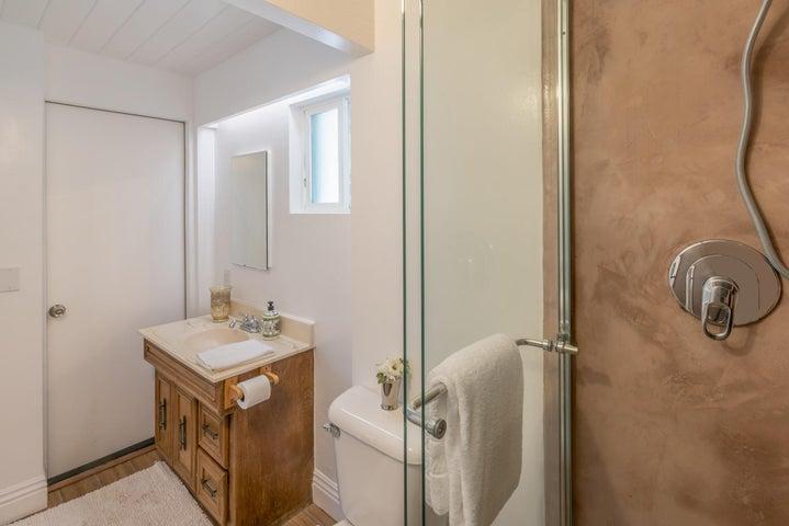 Bathroom in Detached Studio:Office