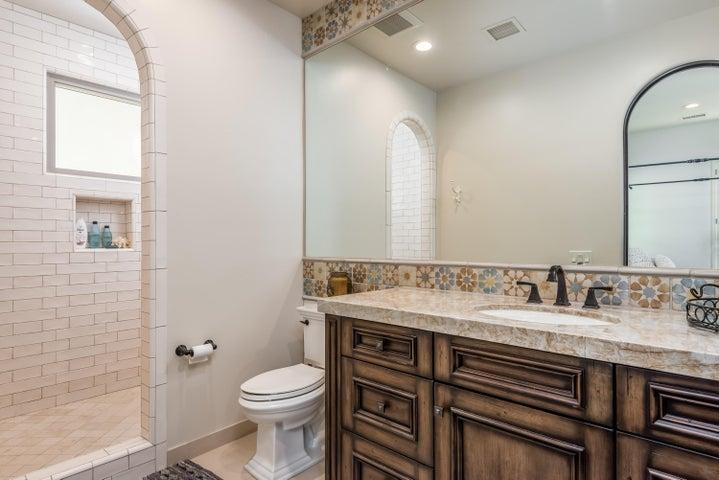 035_35-Bathroom 2