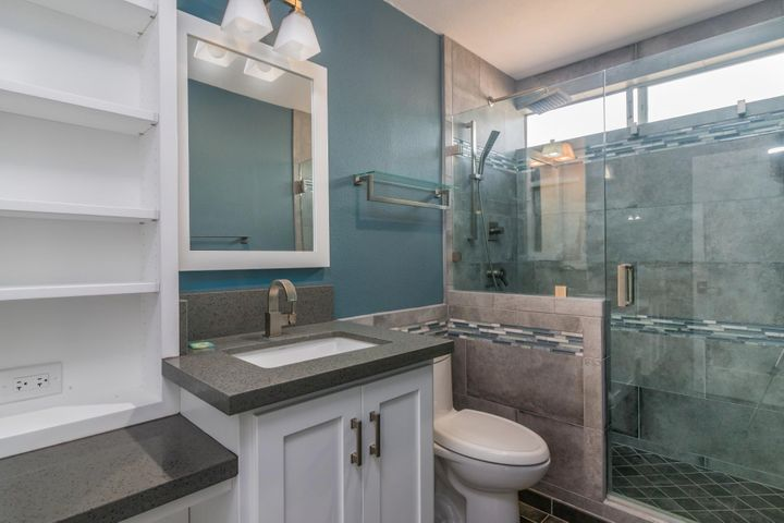 009 upstairs bathroom