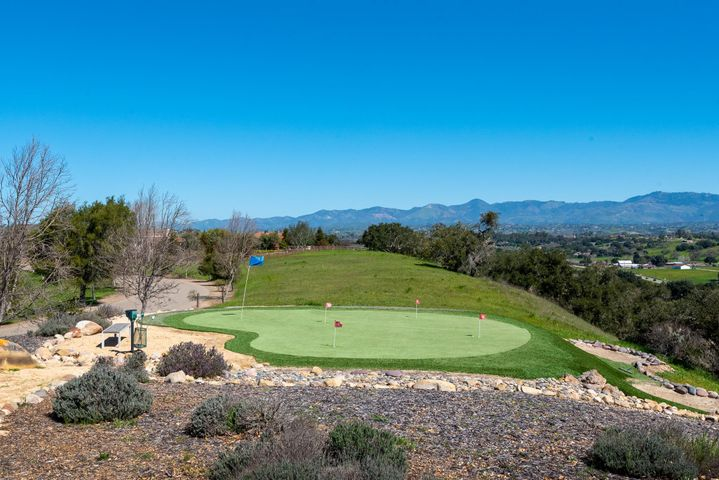 Golf Hole & Putting Green