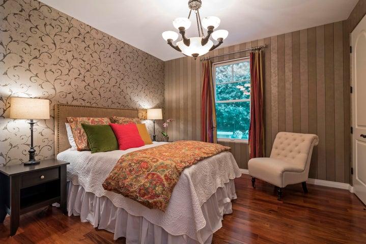 GUEST BEDROOM WITH GARDEN VIEW