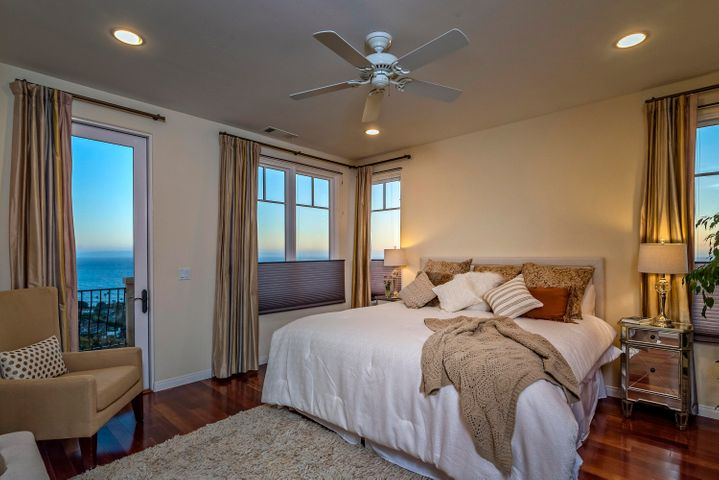 SPACIOUS MST BDRM WITH STUNNING VIEWS