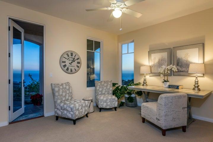 GUEST BEDROOM OR CRAFT ROOM