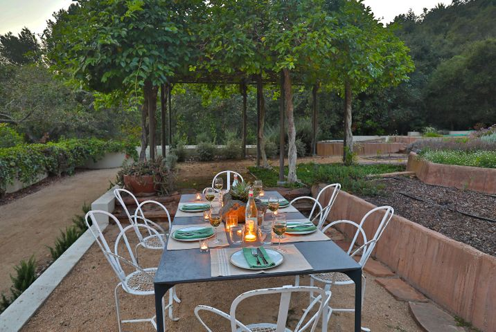 Outdoor Dining2